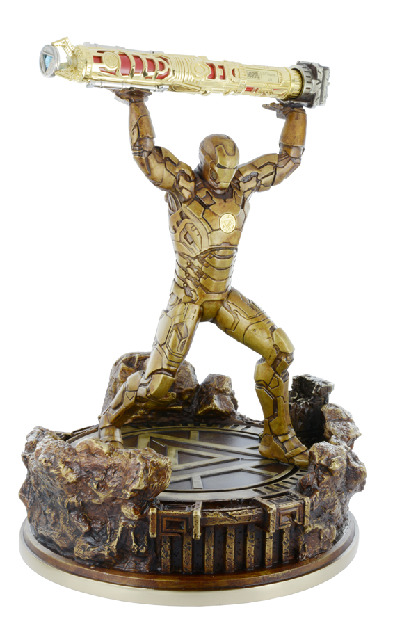 02.--Iron-Man-Ultra-Exclusive-Sculpture-with-pen
