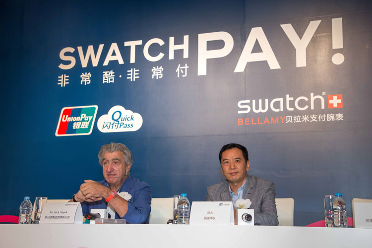 Nick Hayek, consejero delegado de Swatch Group, y Chen Zhi,Vicepresidente de China Union Pay